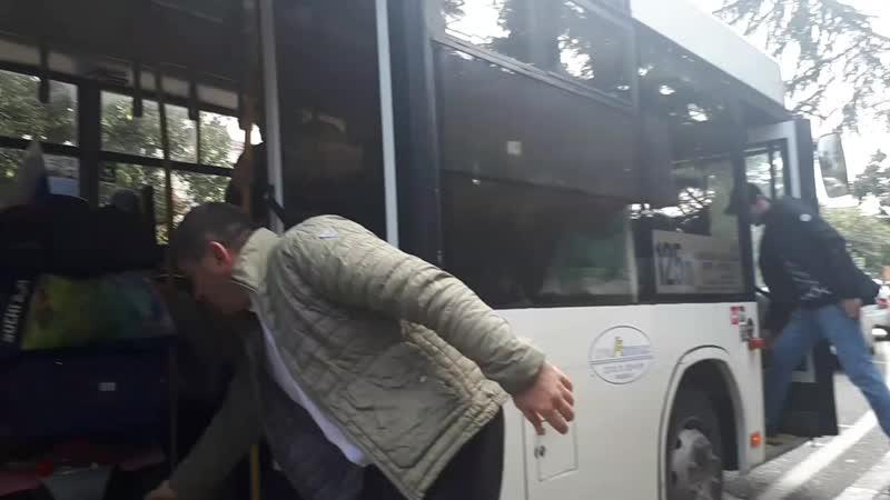 Сочи В 125 автобуса есть откидной пандус, он доступен для инвалидов-колясочников ДоступЕсть