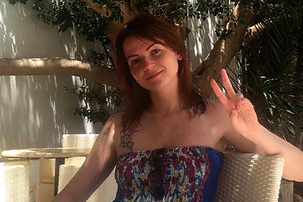 Юлия Скрипаль Юлия Скрипаль дочь российского разведчика, осужденного в 2006 году за шпионаж. 4 марта Сергей и Юлия Скрипаль были обнаружены на скамейке недалеко от торгового центра в Солсбери
