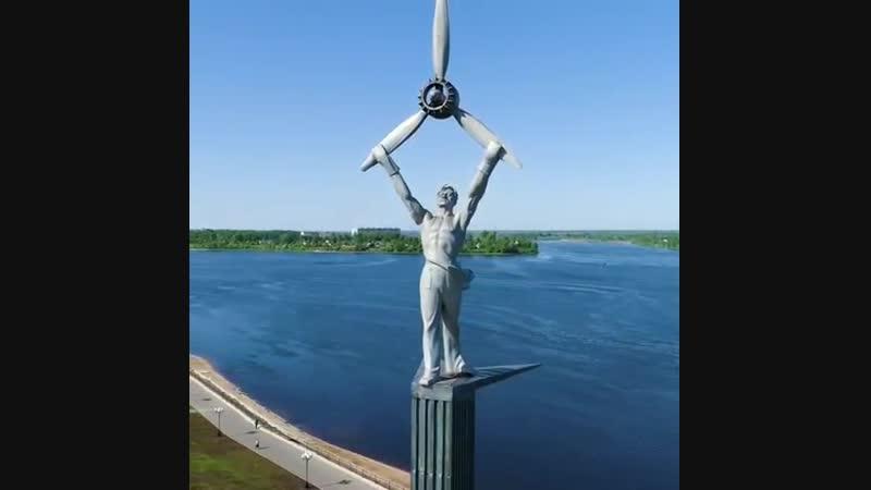 Памятник авиатору в Рыбинске.