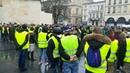 Bordeaux : les gilets jaunes sur la place Pey-Berland