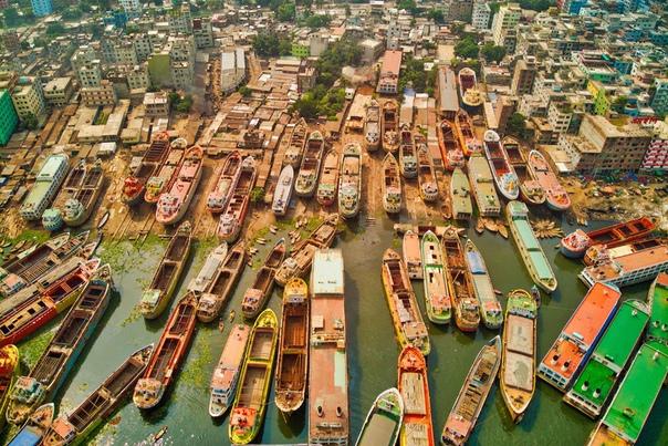 Там, где заканчивается город и начинаются корабли.