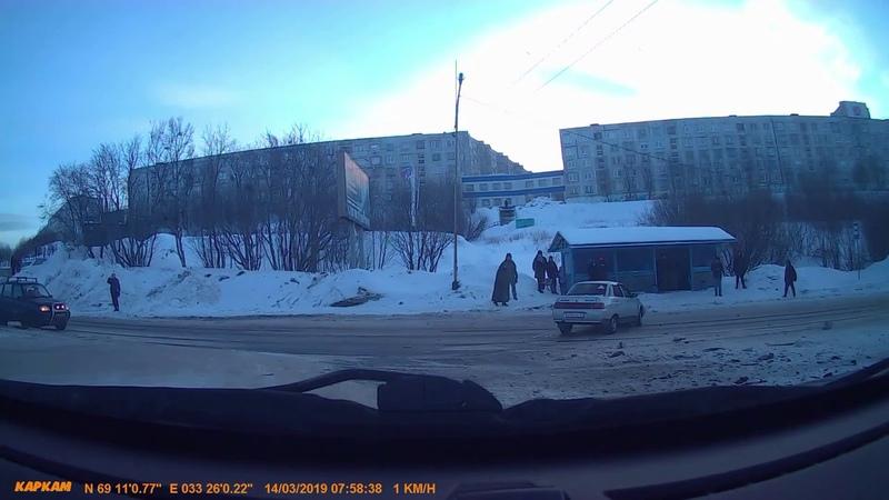 Три автомобиля столкнулись в Мурманской области