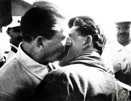 Иосиф Виссарионович был за крепкую мужскую дружбу...