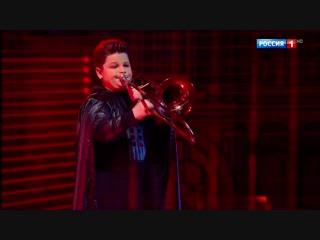 Дарт Вейдер с тромбоном и армия клонов с барабанами!