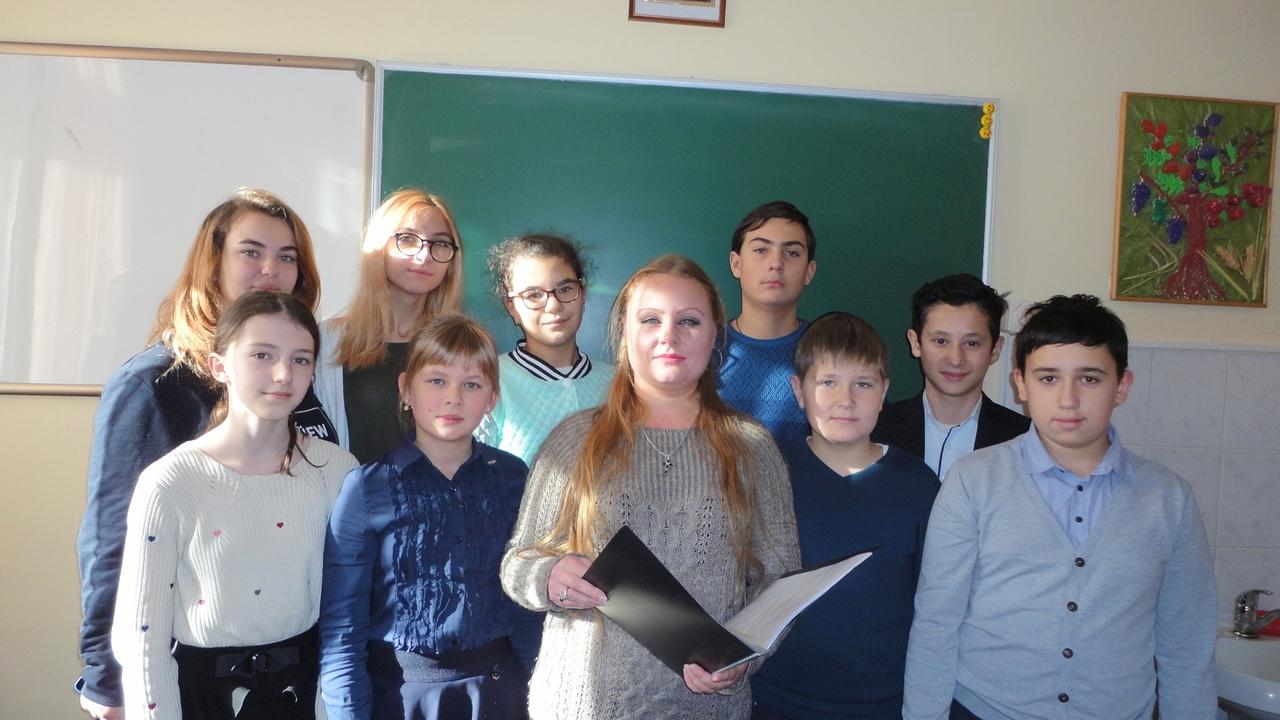 отдел справочно-библиографического и информационного обслуживания,Донецкая республиканская библиотека для детей,  Справочный аппарат книги, беседа с детьми