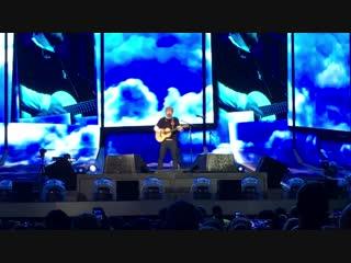 Тур | Эд Ширан исполняет песню «Castle On The Hill» на стадионе «Arrowhead Stadium», Канзас-Сити, США| 13 октября 2018