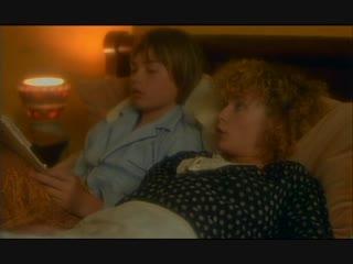 Няня соблазняет мальчика на секс (голая горничная, домработница без трусов, няня показала свою пизду)