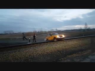 Грузовой поезд vs Нива