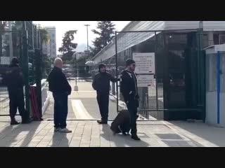 Парни разыгрывают таксистов в Сочи, предлагая сверхнизкие цены