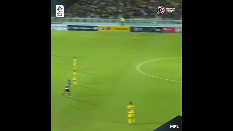 Гол с центра поля в чемпионате Малайзии