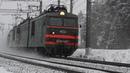 С первым снегом ВЛ10К 487 с грузовым поездом на станции Луховицы Московской железной дороги