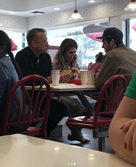 Том Хэнкс угостил бесплатными бургерами посетителей ресторана