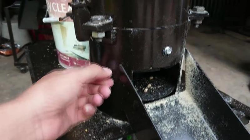 เครื่องอัดเม็ด ทำอาหารไก่อัดเม็ด mp4