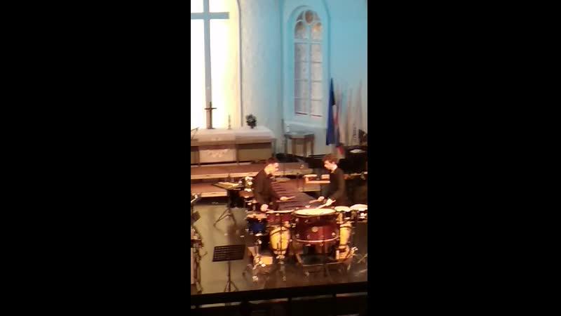 фрамент выступления ансамбля Art Lyceum Percussion Group в Яани-Кирик