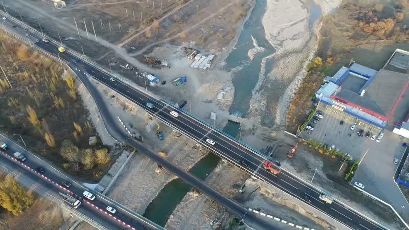 Рабочее движение по левому мосту через реку Чегем