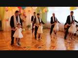 Очень трогательно! Танец отцов с дочками!