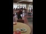 Бросил 300 таблеток слабительного в общий сок своим одноклассникам