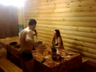 парень читает рэп обожранной беременной тёлке