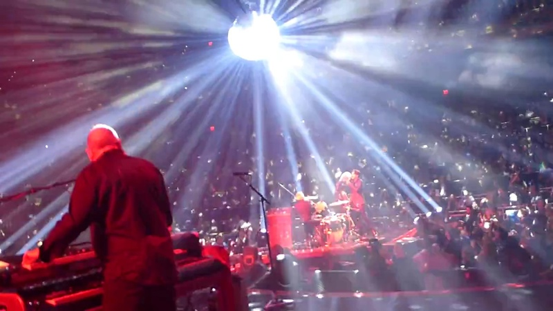 Queen Adam Lambert - Under Pressure - live On Stage - MGM Park Theater Las Vegas