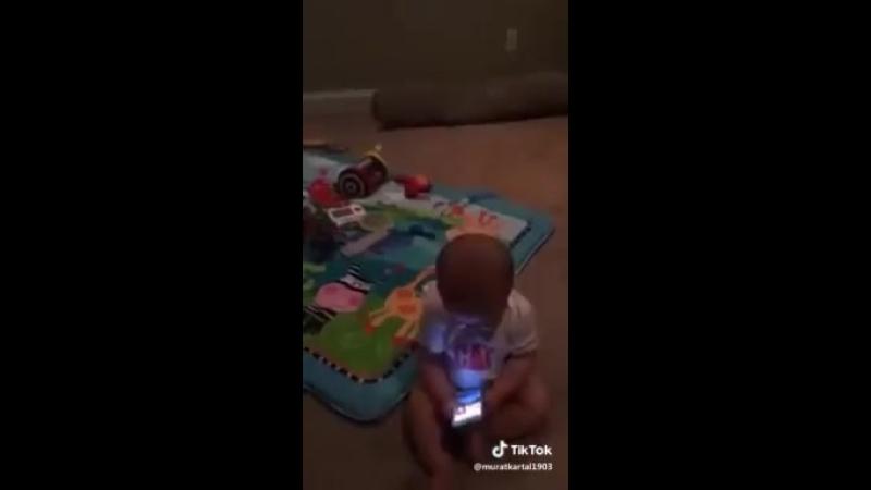 Малыш кипишует!