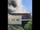 В Сочи загорелся двухэтажный жилой дом
