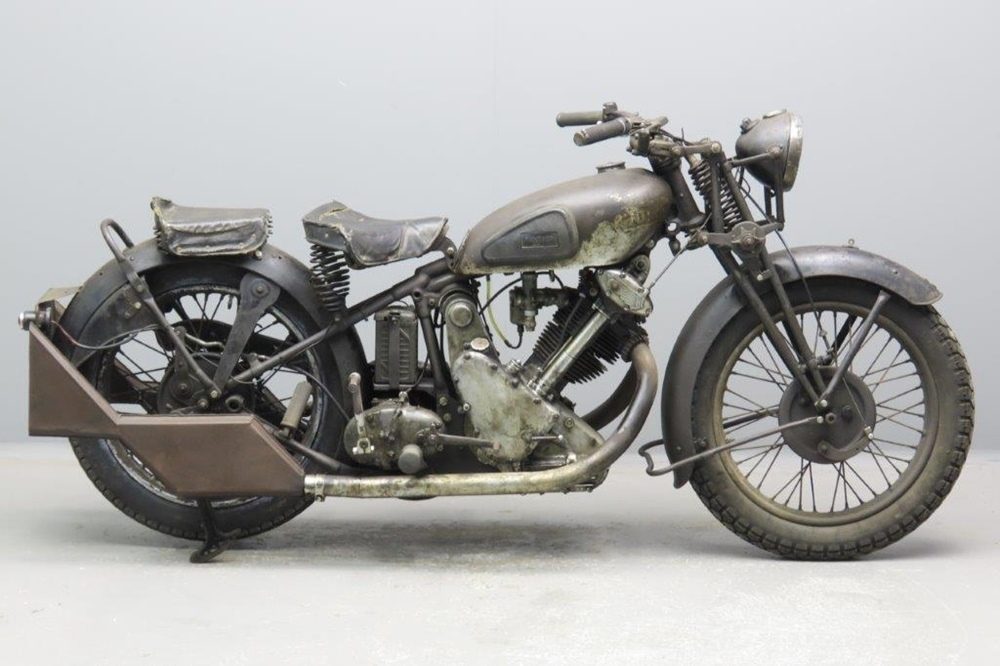 Старинный мотоцикл Panther Redwing 90 1935