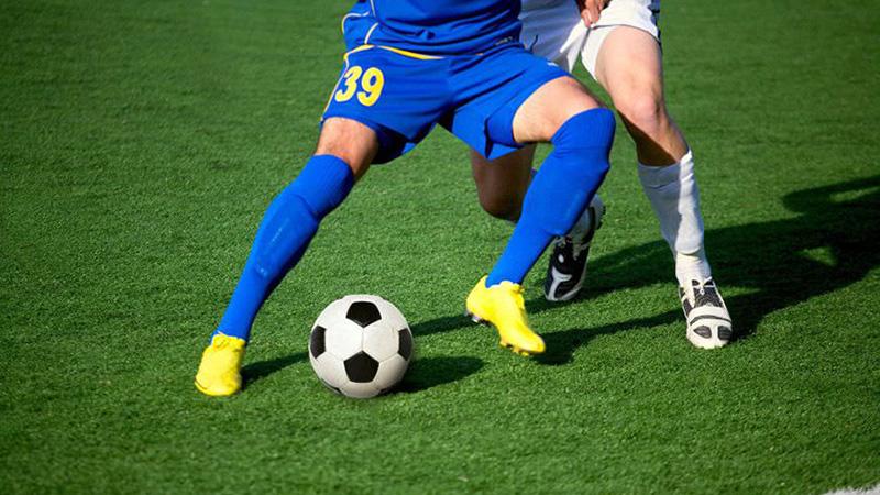 Бета-блокаторы могут быть недостатком в таких видах спорта, как футбол.