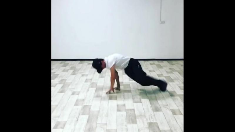 B-Boy Tilmen - Преподаватель школы танцев INSIGHT