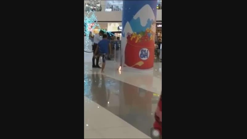 Move officer, make way for flip-flop man