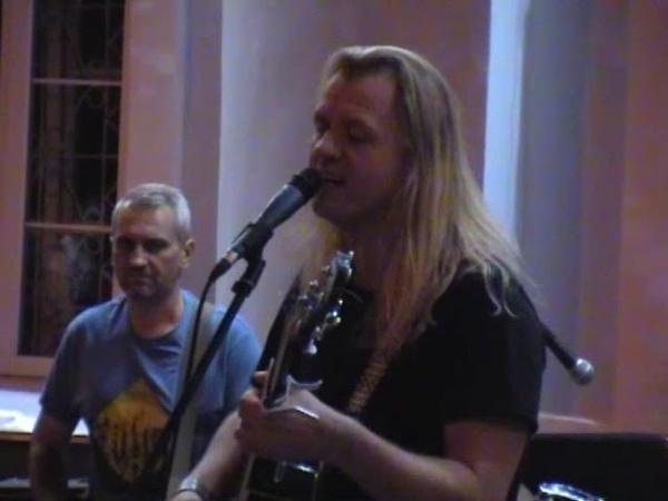 Уличный кавер концерт рок группы «Артиш». Видео 1.