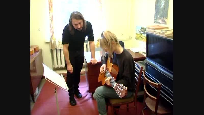 В Старобешевской школе искусств начат дополнительный набор в классы гитары и фортепиано