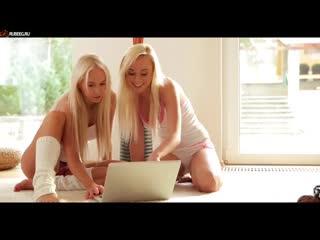 сексуальными видео блондинка две блондинки сосут стояла