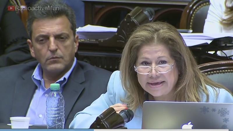 Депутат Аргентины уронил бутылку взглядом