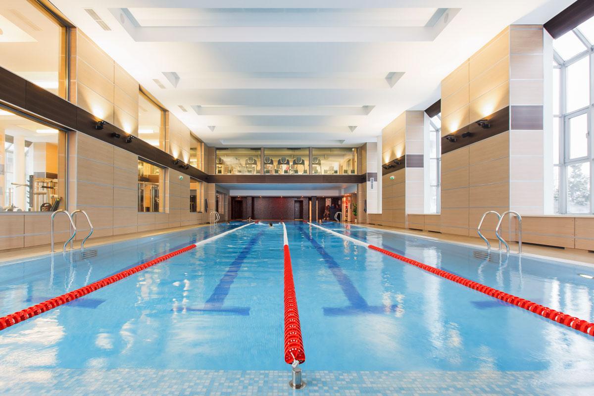 Как выбрать лучший фитнес клуб с бассейном?