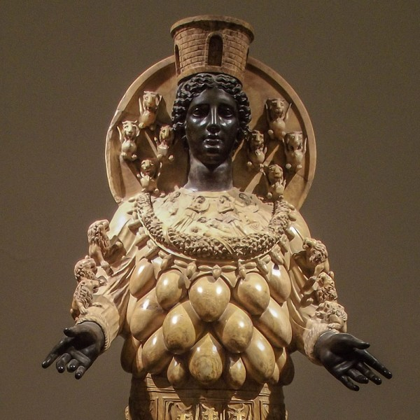 ПОЧЕМУ У СТАТУИ АРТЕМИДЫ ЭФЕССКОЙ ТАК МНОГО ГРУДЕЙ Знаменитая скульптура, стоявшая в одном из 7 чудес света, храме Артемиды в Эфесе, имеет весьма странный облик. Почему так вышло и что значит