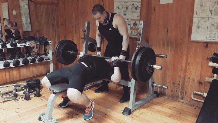 Тренажерный Зал GYM MOGILEV on Instagram 165kg brench press с техникой соревновательной excercise prilaga instasports ball games soccer fu