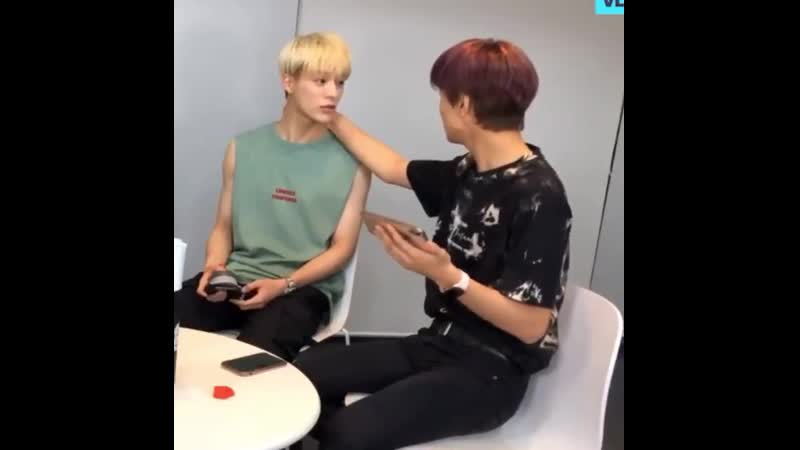 Donghyuck touches jeno because he can