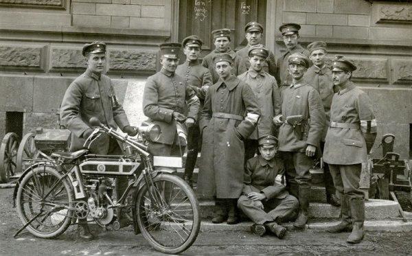 НА ПУТИ К СВАСТИКЕ В 1919 году в Германии начинается первый «крестовый поход» против большевизма то есть против сторонников социалистической революции. «Ассоциация по борьбе с большевизмом»
