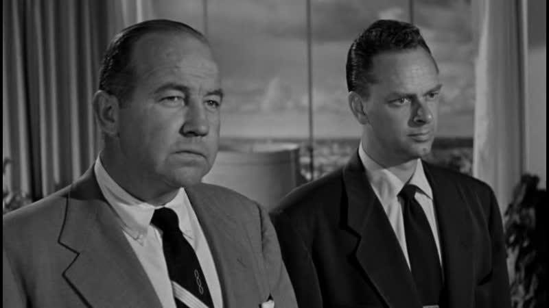 НА ТЕМНЫХ УЛИЦАХ. Down three dark streets. (1954)
