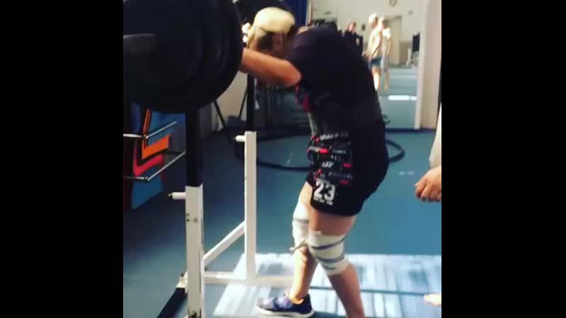 Маргарита - упражнение полуприсед, на штанге 130 кг, подготовка на юфо.