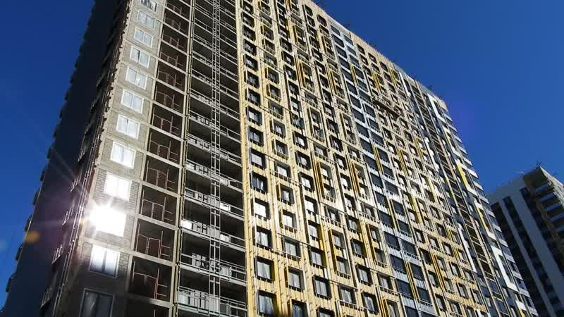 Etalonsadforum.com: ЖК Летний сад - готовность корпуса 2б, со двора - монтируют цветные фасады