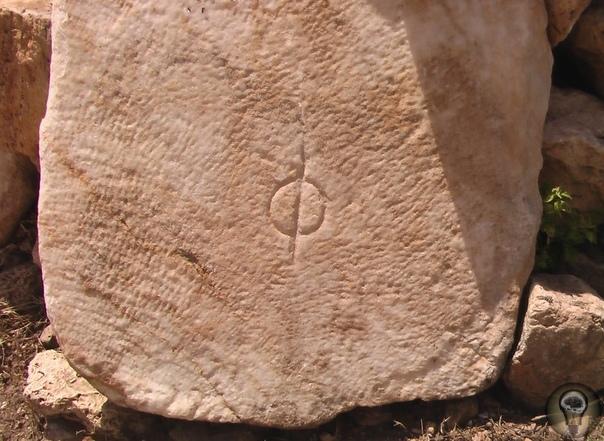 МАРТИРИЙ СВЯТОГО ФИЛИППА ИЛИ ГДЕ КАЗНИЛИ ОДНОГО ИЗ ДВЕНАДЦАТИ ОПОСТОЛОВ Мало кто из путешественников, побывавших в Хиераполисе, рассказывает об этом месте. И не потому, что храм этот не