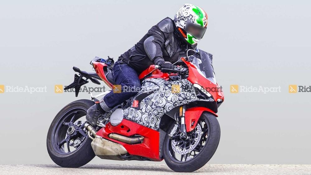 Шпионские фотографии спортбайка Ducati Panigale 959