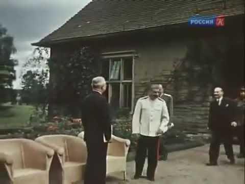 Сталин - это когда Президент США стоит по стойке смирно и ждёт, пока ему разрешат присесть.