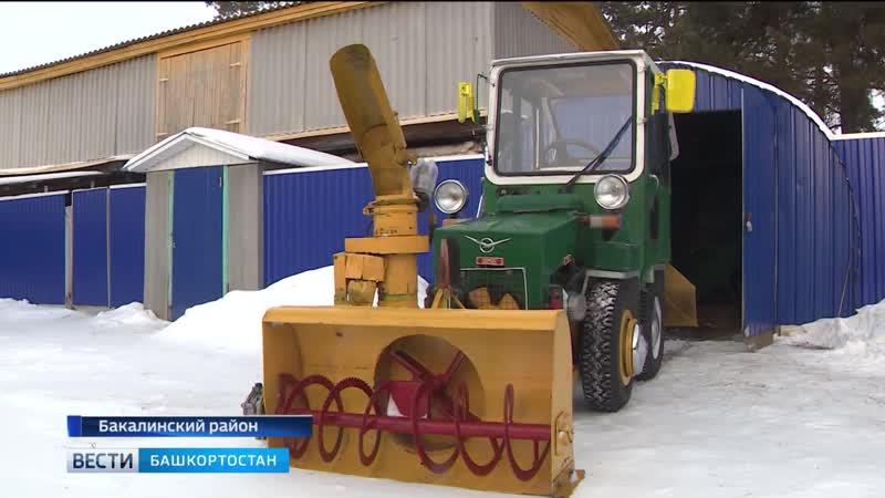 Народный умелец Марат Хакимов (с.Бакалы) своими руками собрал снегоуборочную машину.