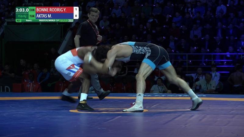 Round 2 FS 61 kg Y BONNE RODRIG CUB v M AKTAS TUR