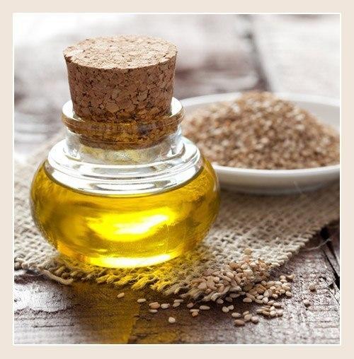 Питательное ночное масло для кожи вокруг глаз Оно очень эффективно убирает морщинки, гусиные лапки, увлажняет и смягчает кожу вокруг глаз. Ингредиенты: - 2 столовые ложки масла примулы - 10