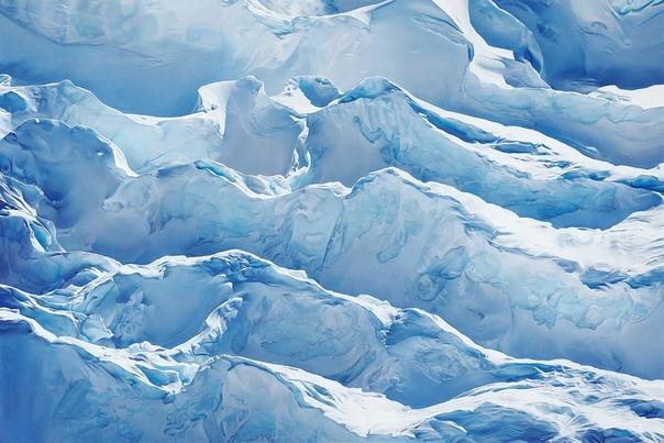 Реалистичные ледниковые ландшафты в пастельных картинах Зарии Форман Объектом внимания художника Зарии Форман (Zaria Forman), рисующей пастелью, являются ледники. Бруклинская художница