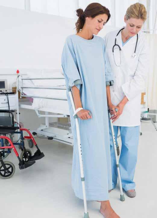 Пациенты могут быть обязаны носить больничные халаты во время обследований.