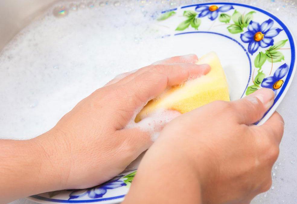 Пожилые родственники могут помочь по хозяйству по дому.
